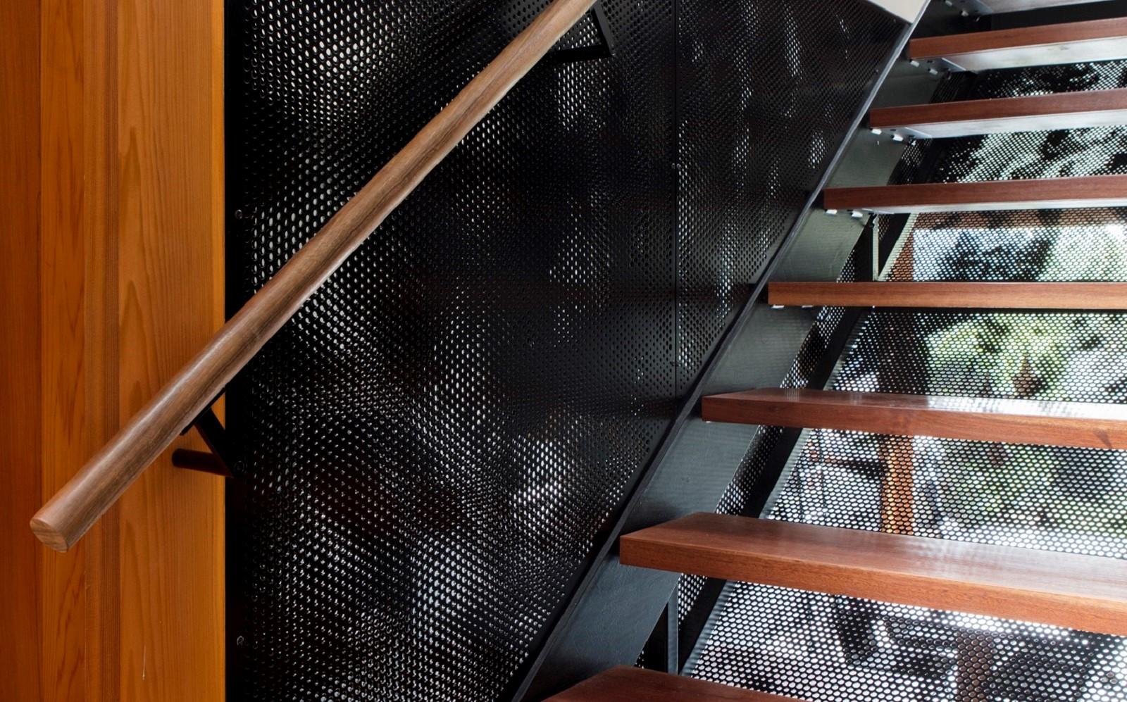 Balustrade design tips - metal balustrade with bespoke design
